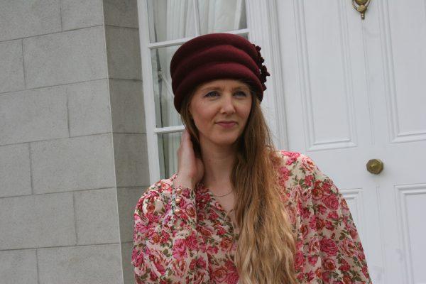 Wine wool felt hat with felt trim