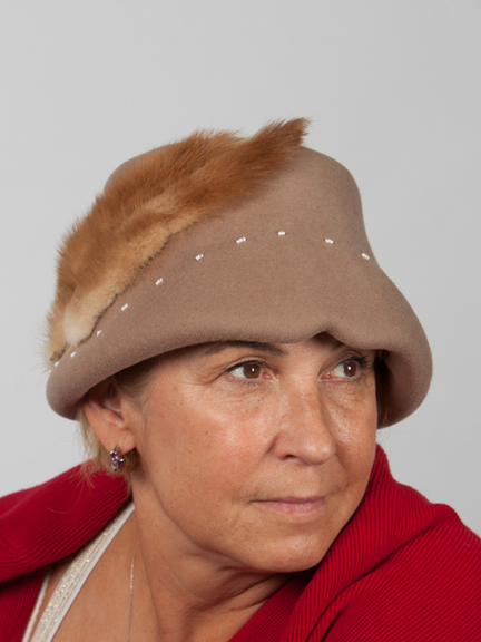 Mintcoloured wool felt hat with mink adornment